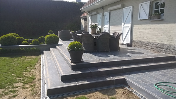 terrasse bois avec escalier diverses id es de conception de patio en bois pour. Black Bedroom Furniture Sets. Home Design Ideas